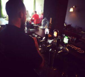Græsted Kro - Krostuen - Der skænkes øl